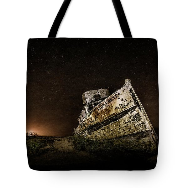Tote Bag featuring the photograph Reyes Shipwreck by Everet Regal