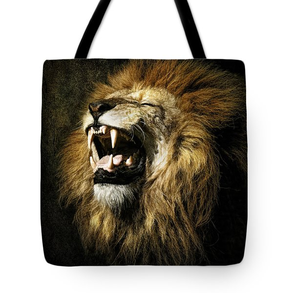 Tote Bag featuring the photograph Roar by Brian Tarr