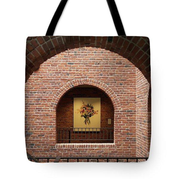 Rosas Y Ladrillos Tote Bag