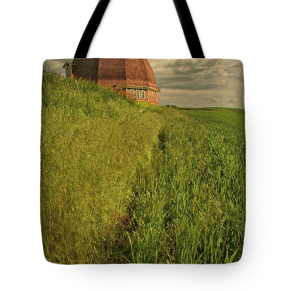 Tote Bag featuring the photograph Round Barn by Bob Cournoyer