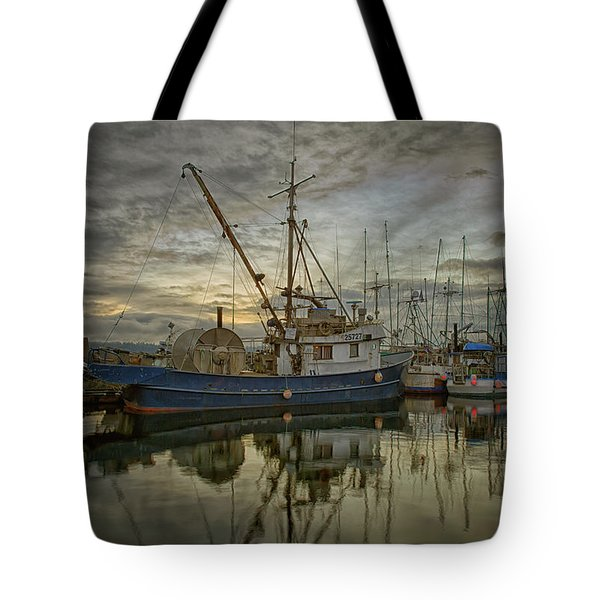Tote Bag featuring the photograph Royal Banker by Randy Hall