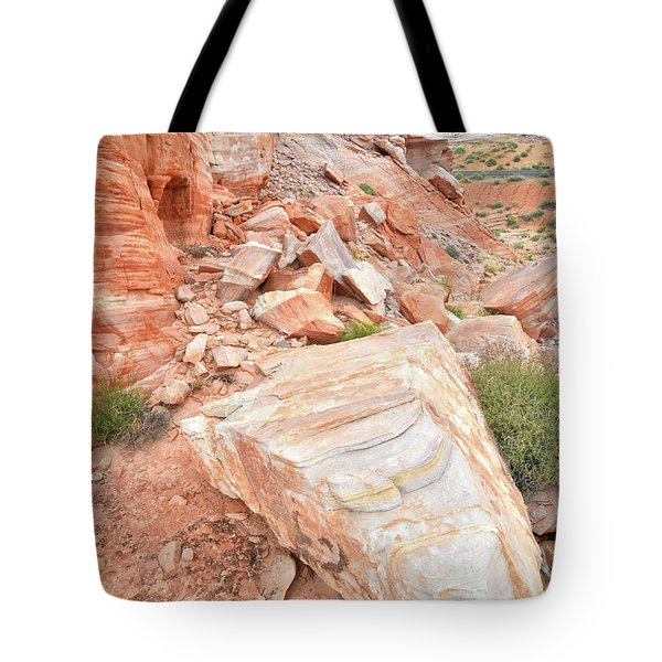Tote Bag featuring the photograph Sandstone Arrowhead In Valley Of Fire by Ray Mathis