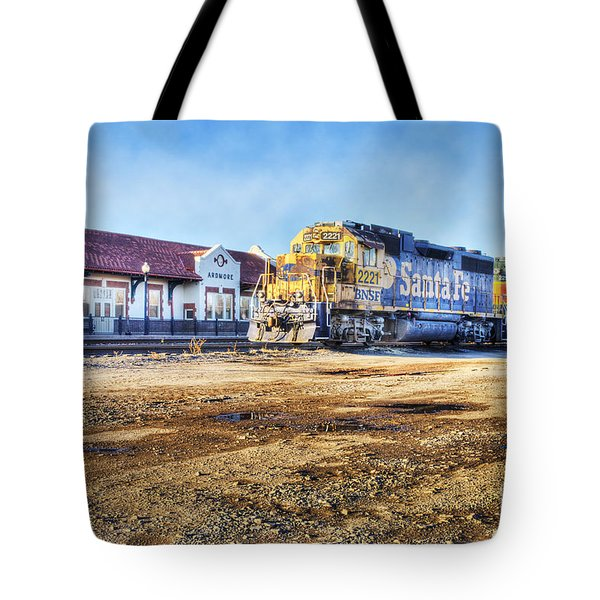 Tote Bag featuring the photograph Santa Fe Train In Ardmore by Tamyra Ayles