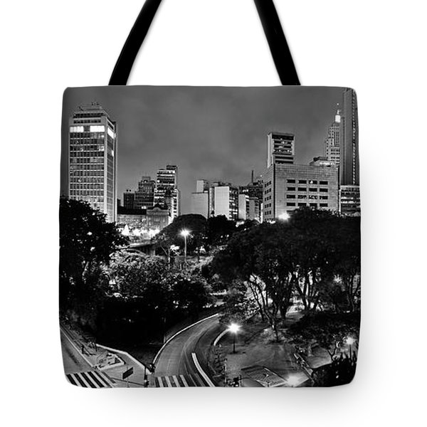 Sao Paulo Downtown At Night In Black And White - Correio Square Tote Bag