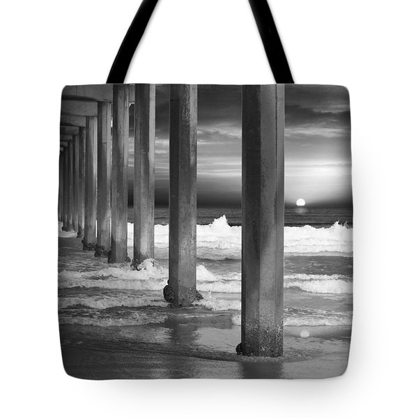 Scripps Pier At Sunset - Black And White Tote Bag