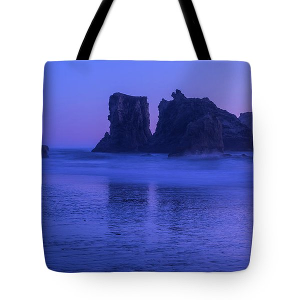 Seastack Sunset In Bandon Tote Bag