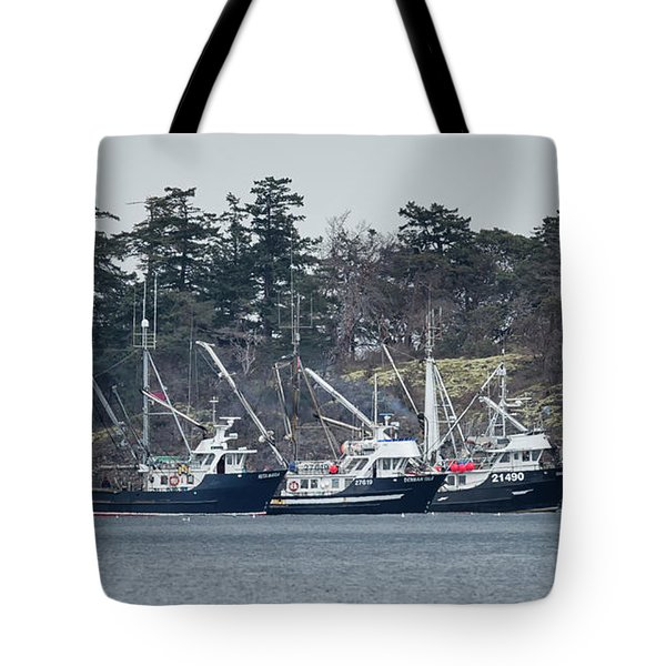 Tote Bag featuring the photograph Seiners In Nw Bay by Randy Hall