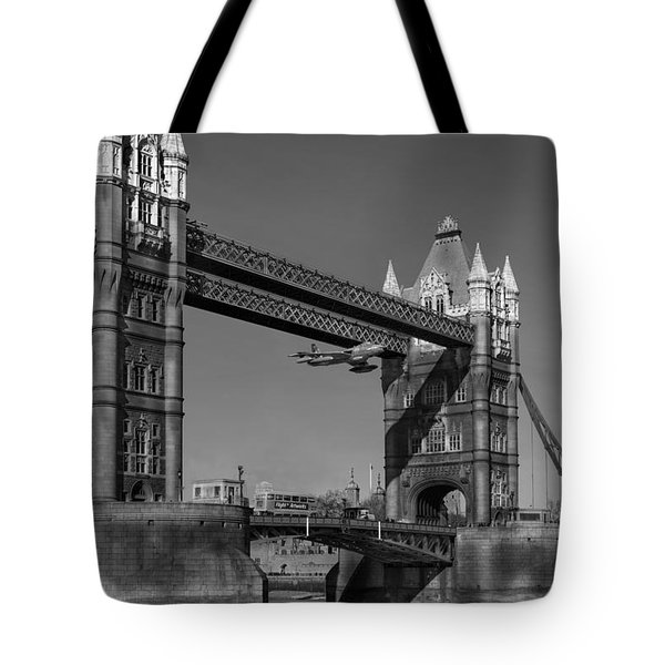 Seven Seconds - The Tower Bridge Hawker Hunter Incident Bw Versio Tote Bag