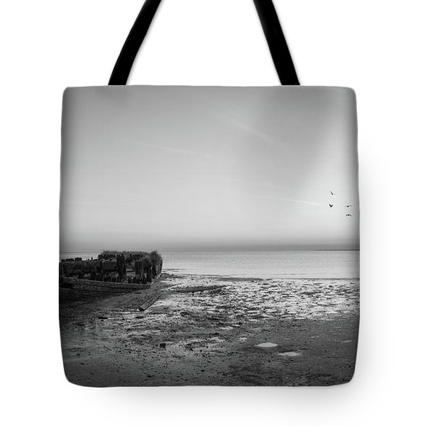 Shipwreck Sunset Panorama Bw Tote Bag