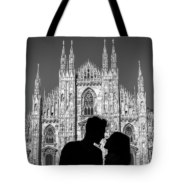Silhouette Of Young Couple Kissing In Front Of Milan's Duomo Cathedral Tote Bag
