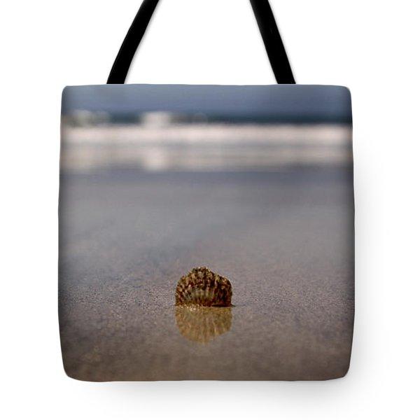 Single Shell Tote Bag