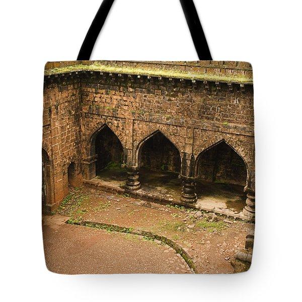 Skc 3278 The Ancient Courtyard Tote Bag by Sunil Kapadia