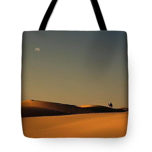 Skn 1117 Camel Ride At 6 Tote Bag