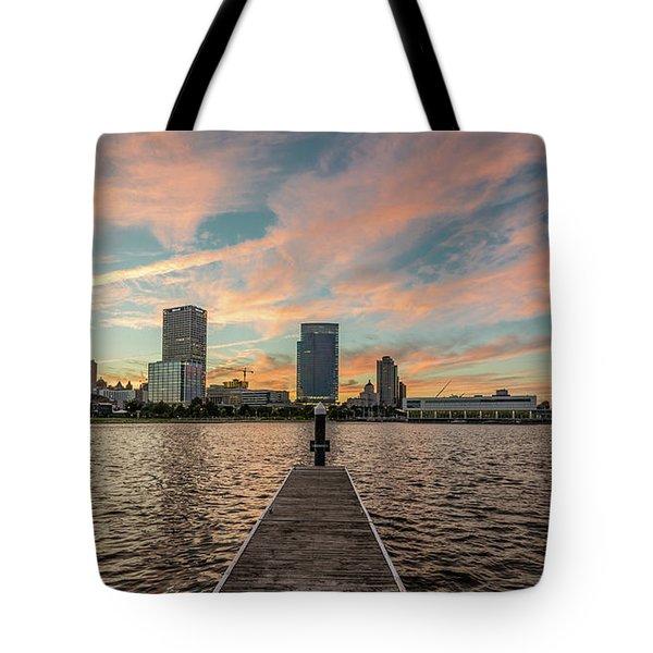 Tote Bag featuring the photograph Skyline Sunset by Randy Scherkenbach
