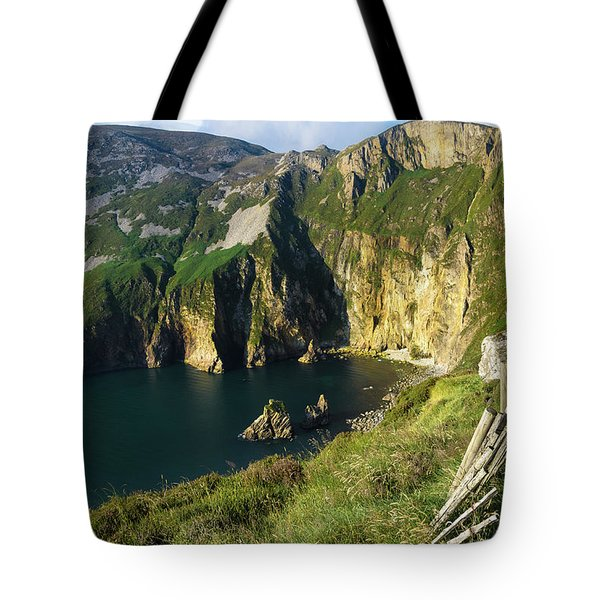 Tote Bag featuring the photograph Slieve League Cliffs Eastern End by RicardMN Photography