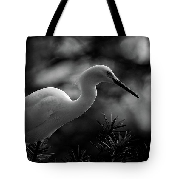 Tote Bag featuring the photograph Snowy Egret Bw by Travis Burgess