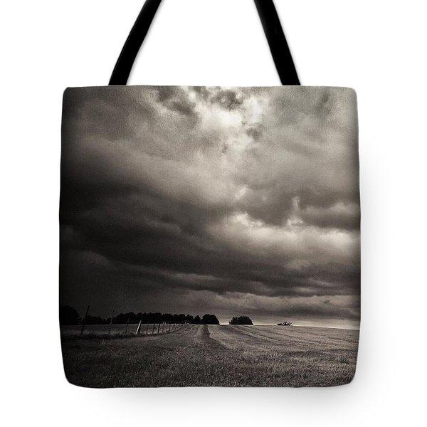 Sonnenwolkendunkel Tote Bag