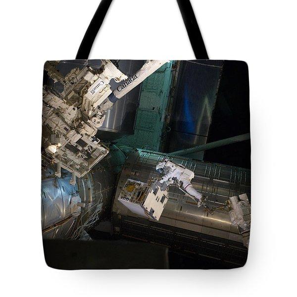 Spacewalk On Iss Tote Bag by NASA/Science Source