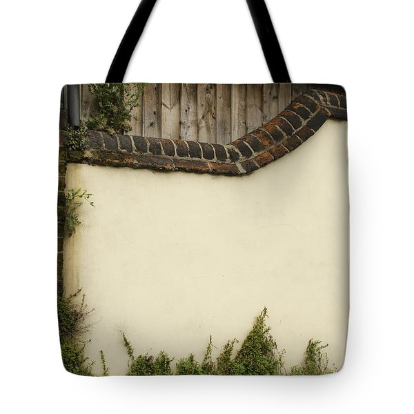 Tote Bag featuring the photograph Stage-ready by Wanda Krack