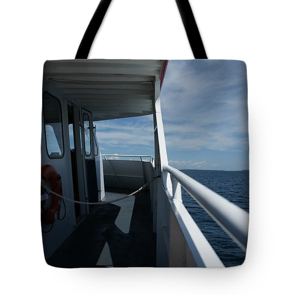 Tote Bag featuring the photograph Starline 3 by Linda Shafer