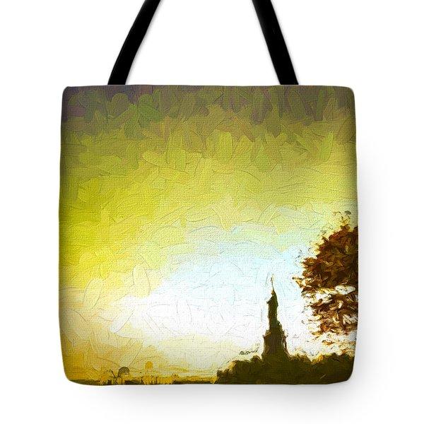 Statue Of Liberty - Nyc Tote Bag by Matthew Ashton
