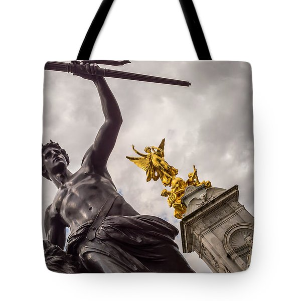 Statues In Front Of Buckingham Palace Tote Bag