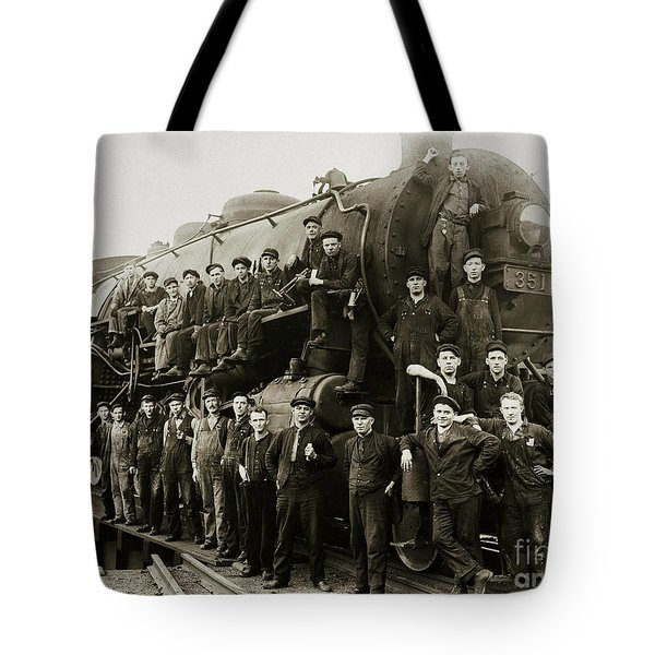 Steam Engine 351 On Turntable Coxton Yards Coxton Pennsylvania Early 1900s Tote Bag