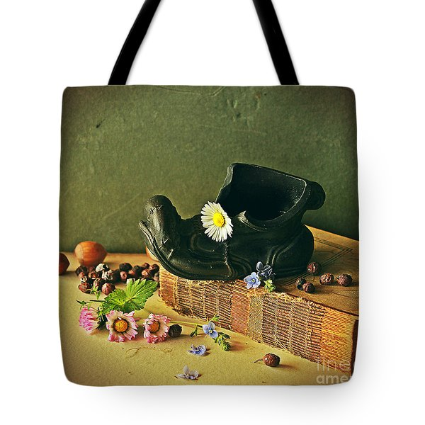 Still Life With Daises Tote Bag