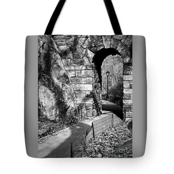 Stone Arch In The Ramble Of Central Park - Bw Tote Bag