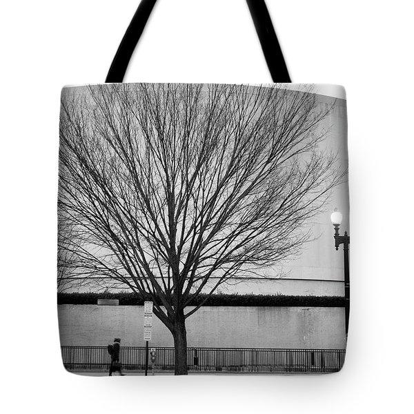 Street Shot At The Hirshorn  Tote Bag