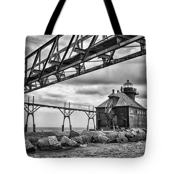 Sturgeon Bay Ship Canal North Pierhead Lighthouse In Black And White Tote Bag