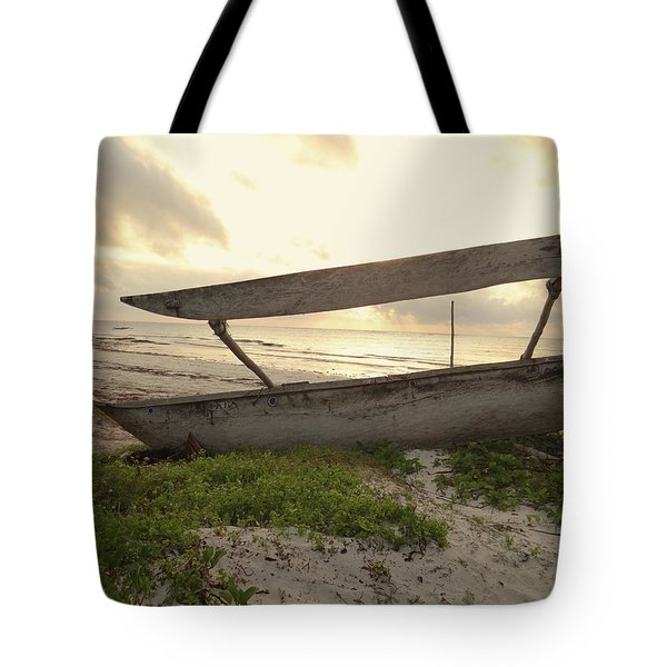 Sun Rays And Wooden Dhows Tote Bag