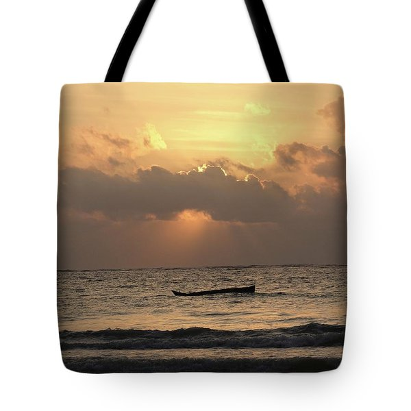 Sun Rays On The Water With Wooden Dhows Tote Bag