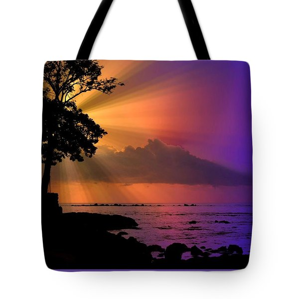 Tote Bag featuring the photograph Sun Rays Sunset by Lori Seaman