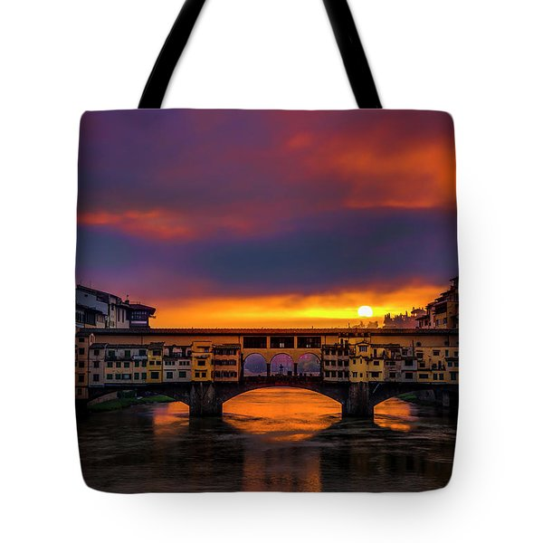 Tote Bag featuring the photograph Sun Rises Over The Ponte Vecchio by Andrew Soundarajan