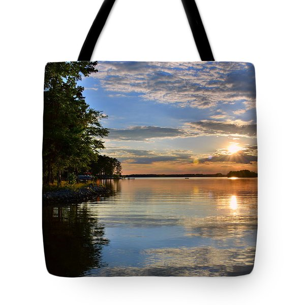 Tote Bag featuring the photograph Sunburst At Sundown by Lisa Wooten