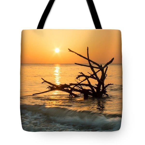 Sunrise At Hunting Island Tote Bag by Lynne Jenkins