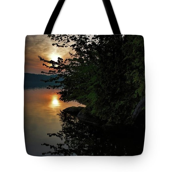 Sunrise At The Lake Tote Bag by Henry Kowalski