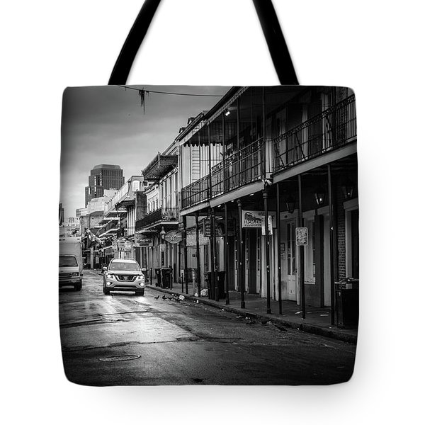 Sunrise On Bourbon Street In Black And White Tote Bag