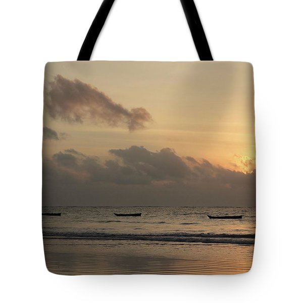 Sunrise On The Beach With Wooden Dhows Tote Bag