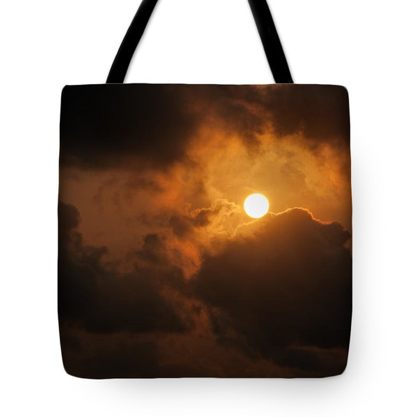 Tote Bag featuring the photograph Sunset At Aruba by Allen Carroll