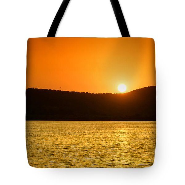 Tote Bag featuring the photograph Sunset At Pichola Lake by Yew Kwang