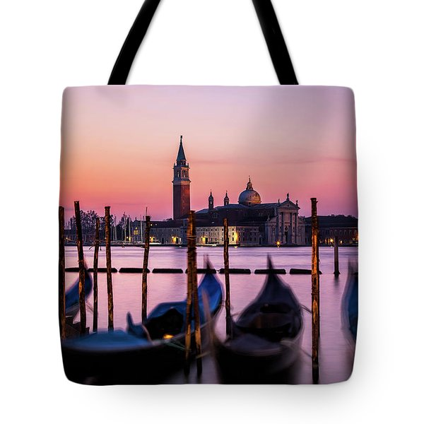 Tote Bag featuring the photograph Sunset At Venice by Andrew Soundarajan