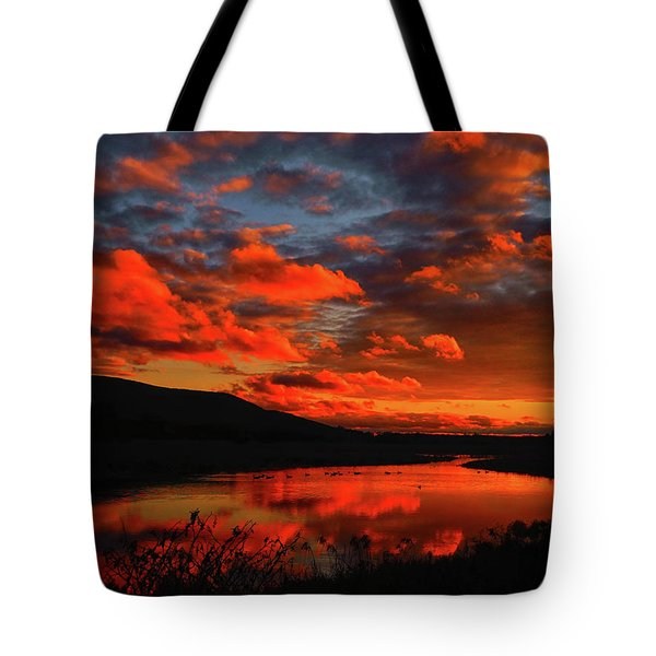 Sunset At Wallkill River National Wildlife Refuge Tote Bag