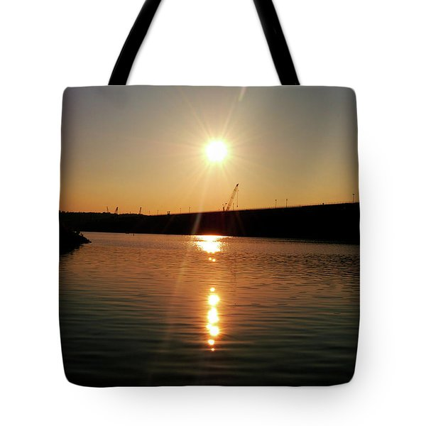 Sunset At Wolf Creek Dam Tote Bag by Amber Flowers