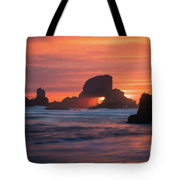 Tote Bag featuring the photograph Sunset Behind Arch At Oregon Coast Usa by William Lee