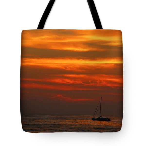 Tote Bag featuring the photograph Sunset Cruise Waikoloa Hawaii by Kerri Ligatich