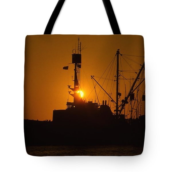 Tote Bag featuring the photograph Sunset Harbor by Marie Leslie