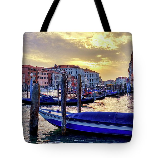 Tote Bag featuring the photograph Sunset In Canal Grande by Fabrizio Troiani