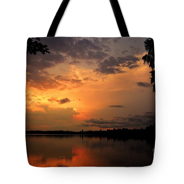 Tote Bag featuring the photograph Sunset On Thomas Lake by Larry Ricker